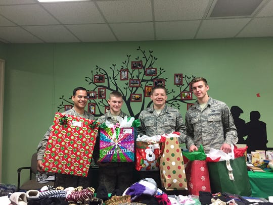 Volunteers from Dyess AFB deliver Christmas gifts to