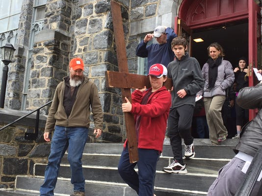 good-friday-cross-walk-annville-easter-32