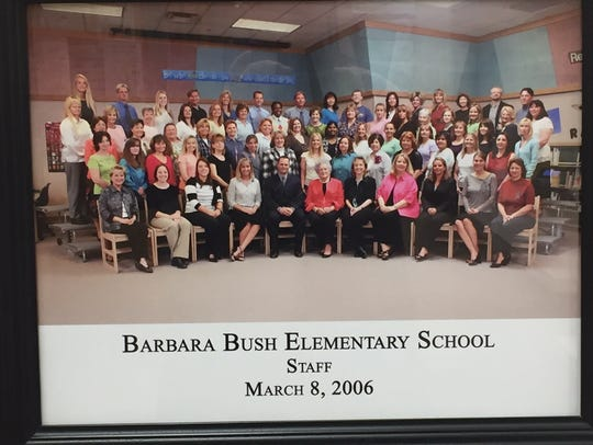 Barbara Bush posed with the staff of a Mesa school