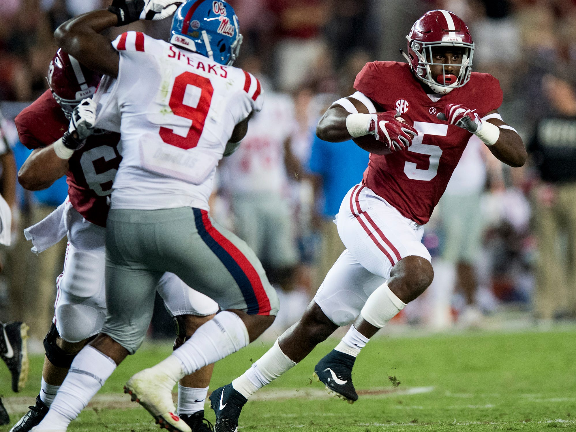 Alabama tight end Ronnie Clark (5) carries against Ole Miss in second half action at Bryant-Denny Stadium in Tuscaloosa, Ala. on Saturday September 30, 2017. (Mickey Welsh / Montgomery Advertiser)