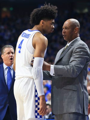 Kentucky assistant coach Kenny Payne talks with freshman Nick Richards during the game against Louisville.