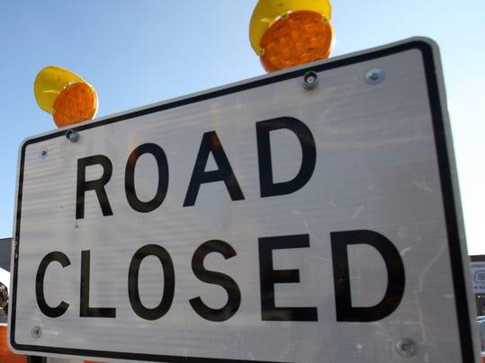-ROAD closed sign.jpg_20131019.jpg