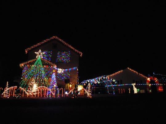 Marine City house lights up with Christmas music