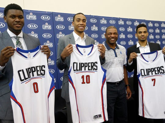 Los Angeles Clippers new 2016 draft picks, from left Diamond Stone, Brice Johnson, head coach Doc Rivers and David Michineau pose at an NBA basketball news conference in Los Angeles, Tuesday, July 12, 2016. (AP Photo/Nick Ut)