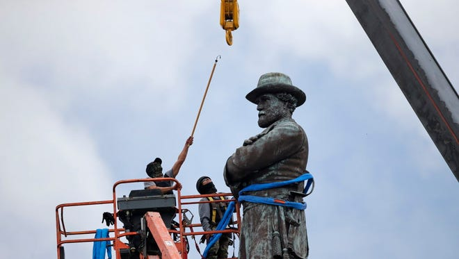Taking down Robert E. Lee in New Orleans in May 2017.