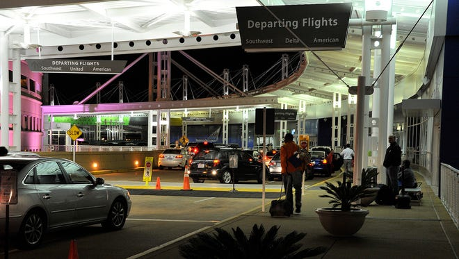 A threatening note found in a bathroom by an Birmingham-Shuttlesworth International Airport employee caused a shut down of the airport just after 4 p.m.on Sunday.