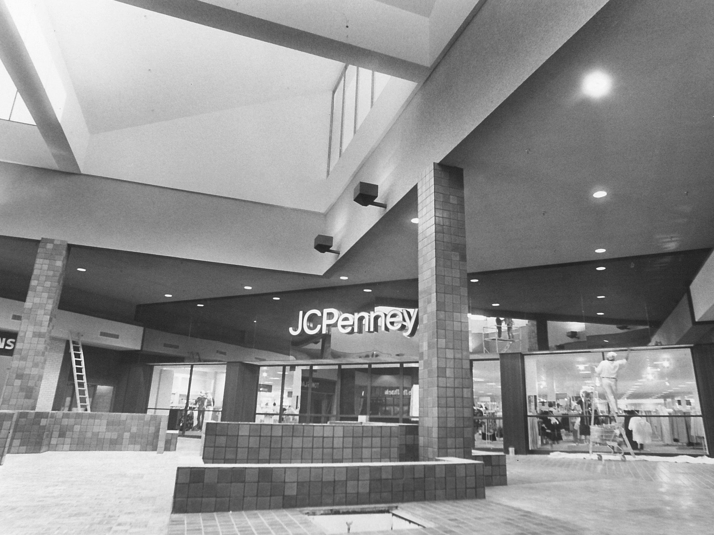Workers put the finishing touches on the new J.C. Penney 1d274ef2d