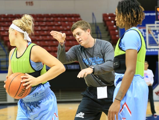 Tyler Summitt directs his players during the team's