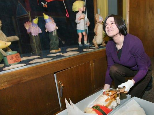 Exchange-Puppet Display (2)