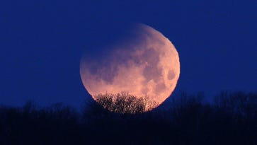 Super blue blood moon rising for New York