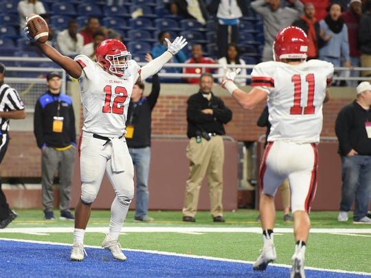 Ky'ren Cunningham scores on an 18-yard TD pass from Caden Prieskorn, giving Orchard Lake St. Mary's the Division 3 football championship.