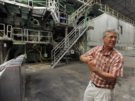 Sean Wallace, Glatfelter's Chillicothe mill manager, talks about the papermaking process during a visit by the Gazette to the mill in 2016.