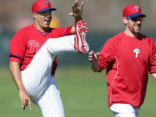 Philadelphia Phillies' Miguel Alfredo Gonzalez, left, and Cliff Lee, right, warm up during a spring training baseball workout in Clearwater, Fla., Friday, Feb. 14, 2014. (AP Photo/Philadelphia Daily News, David Maialetti)  THE EVENING BULLETIN OUT, TV OUT; MAGS OUT; NO SALES