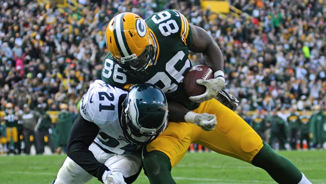 Packers tight end Brandon Bostick forces his way past Eagles cornerback Roc Carmichael for a 22-yard touchdown.