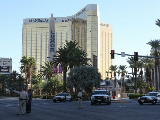 636425789887595800-vegas-shooting-15.jpg
