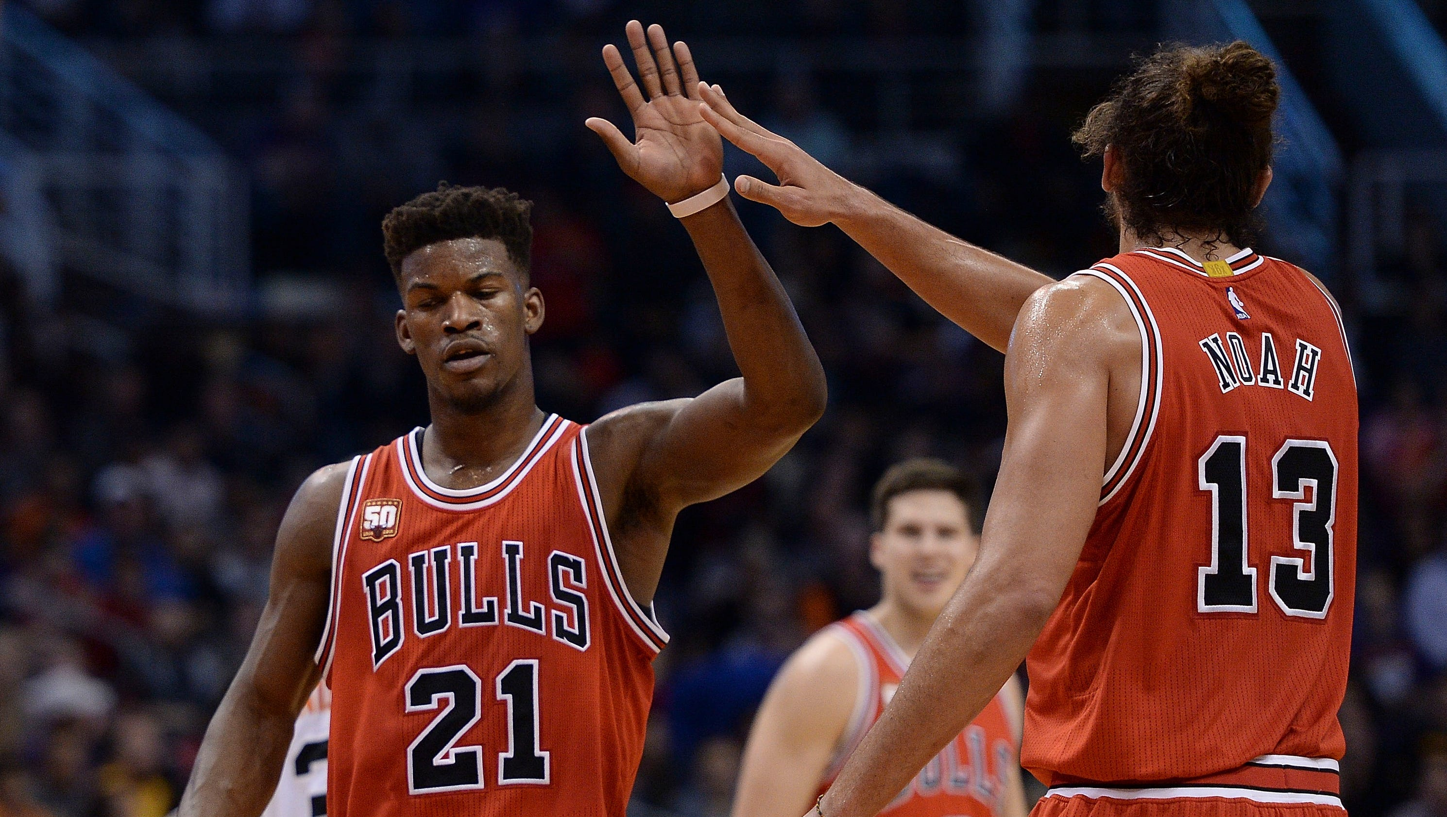 Jimmy Butler steps up to lead Bulls past Suns without Derrick Rose