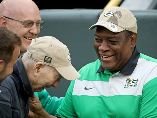 Packers legend Dave Robinson greets Bart Starr as they