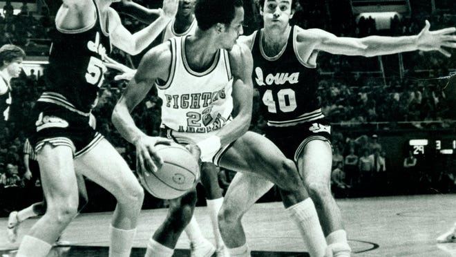 Former South Beloit point guard Perry Range (22) was one of three starting guards for Illinois, as the Illini were one of the first Big Ten teams to play without a center in the early 1980s.