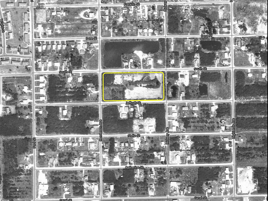 A 1972 aerial photo of the City of Fort Myers' South