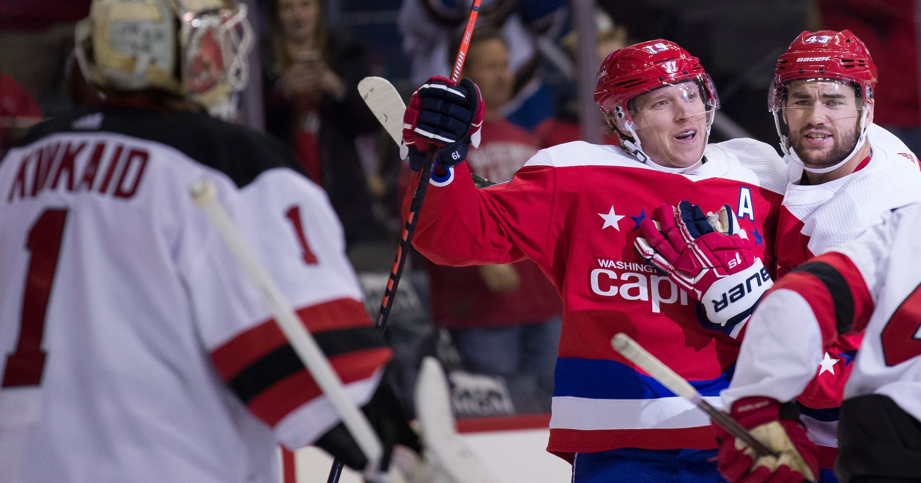 the best attitude 6032e 989b1 Tom Wilson scores, ejected; Capitals extend win streak to 7