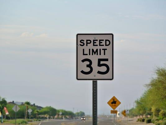 street-sign-35-mph.jpg