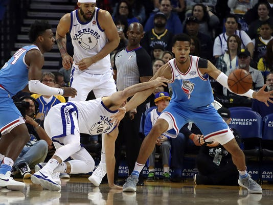 Golden State Warriors' Omri Casspi (18) passes away from Sacramento Kings' Skal Labissiere, right, during the first half of an NBA basketball game on Friday, March 16, 2018, in Oakland, Calif. (AP Photo/Ben Margot)