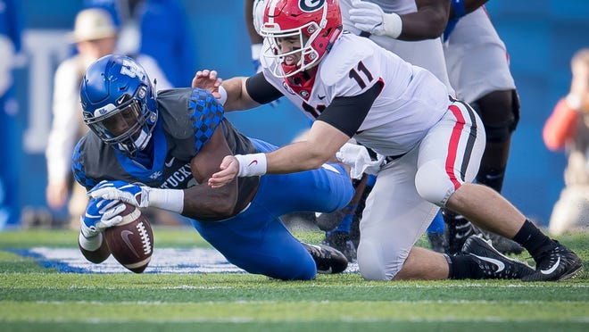 Kentucky linebacker Josh Allen (41) dives on the fumble of Georgia quarterback Jake Fromm (11) during their game Saturday.