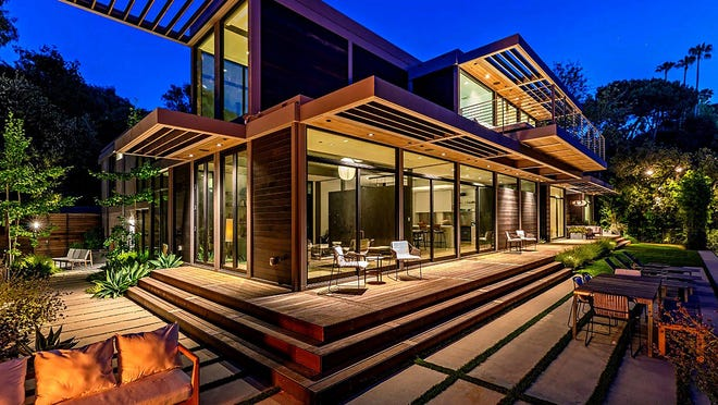 The home of actor Will Arnett is comprised of six modules that were built off-site and later assembled on location.