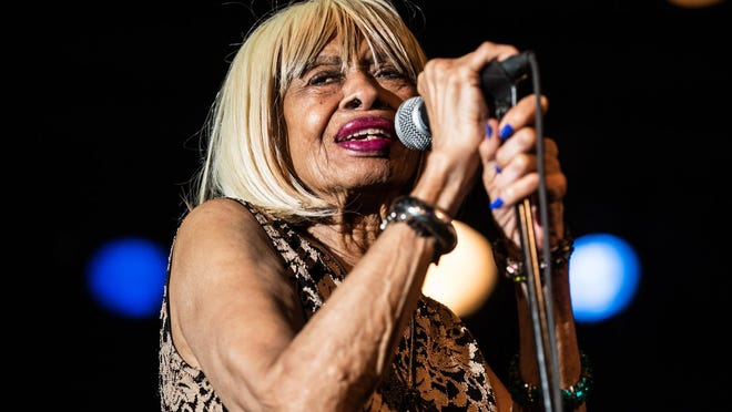 Miss Lavelle White performs at Antone's on June 25, 2017.