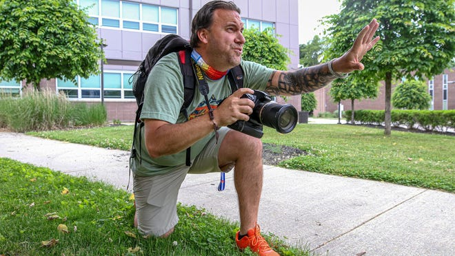 Cumberland photographer Brock Geiselman, who's taking senior photos for students, is on a shoot at Cumberland High School. The photos are free, but he's taking donations, buying gift cards from local stores and donating families affected by COVID-19.