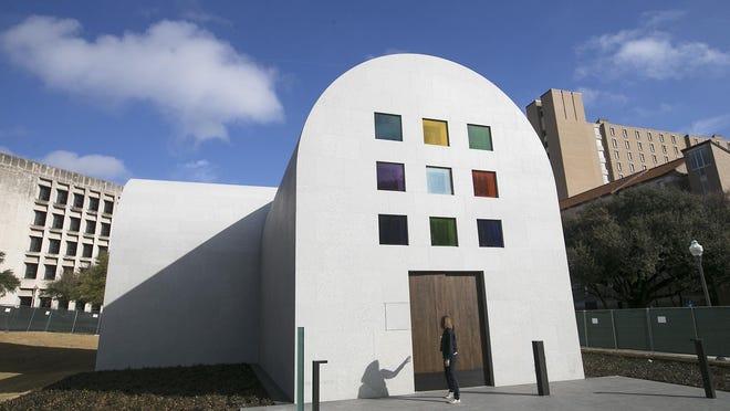 The Blanton Museum of Art makes a careful comeback during the caronavirus crisis.