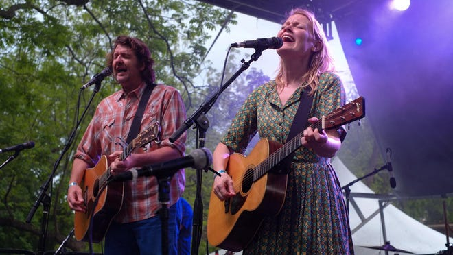 Bruce Robison and Kelly Willis are making their annual Holiday Shindig a virtual event this year.