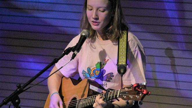 Lucy Lowis performs at the Kalamazoo Fretboard Fest.