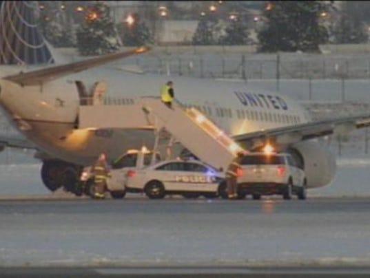 plane-off-runway-010516