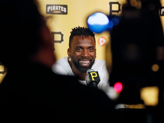 San Francisco Giants' Andrew McCutchen talks with the