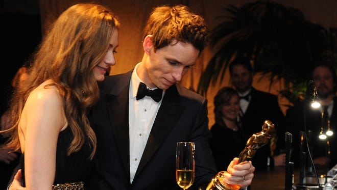 Eddie Redmayne kisses his wife Hannah Bagshawe at the Governor's Ball .