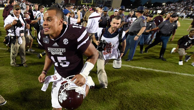 Quarterback Dak Prescott (15) and his Mississippi State Bulldogs remained No. 1 in the AP poll on Sunday.