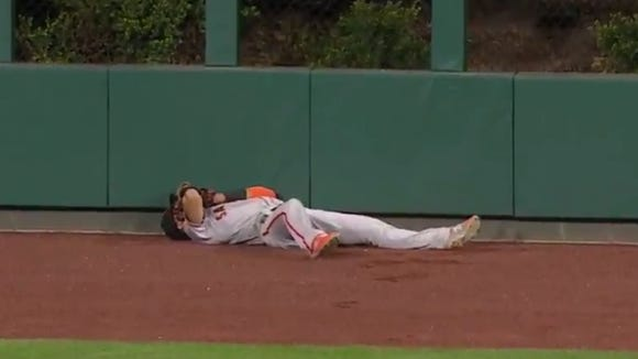 Giants outfielder dropped his HR-robbing catch attempt at the worst possible time