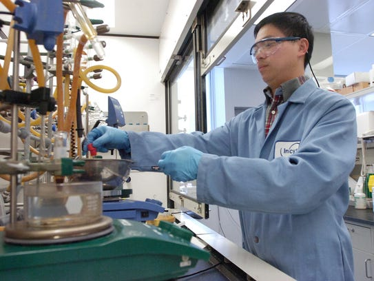 A scientist works at Incyte in 2007.