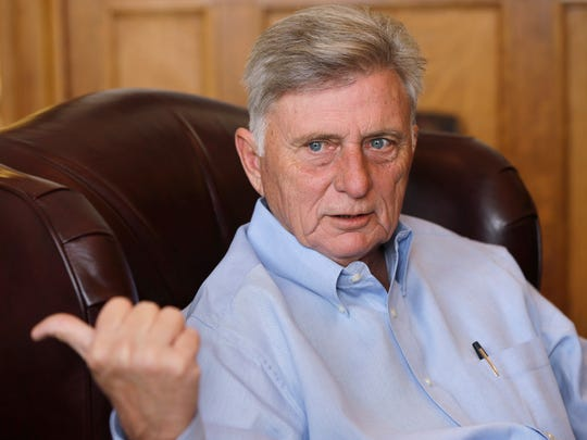 Outgoing Arkansas Gov. Mike Beebe, who had served 20 years in the state Senate and another four as attorney general, defeated incoming Gov. Asa Hutchinson in the 2006 governor's race.