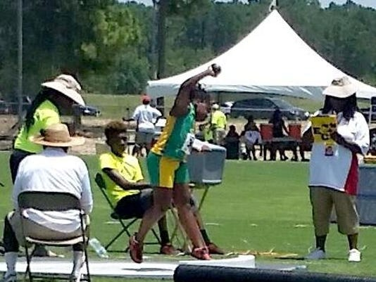 636126471821106844-Ayanna-Hunt-s-throw.jpg