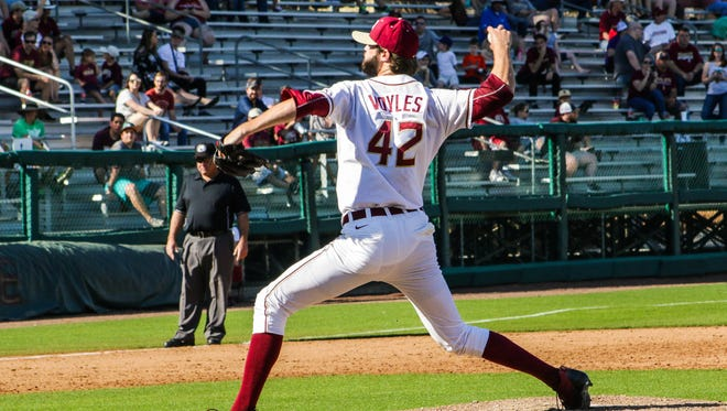 Jim Voyles (42) throws a pitch during Florida State's 8-0 victory over Samford at Dick Howser Stadium on Sat. Feb., 25 2017.