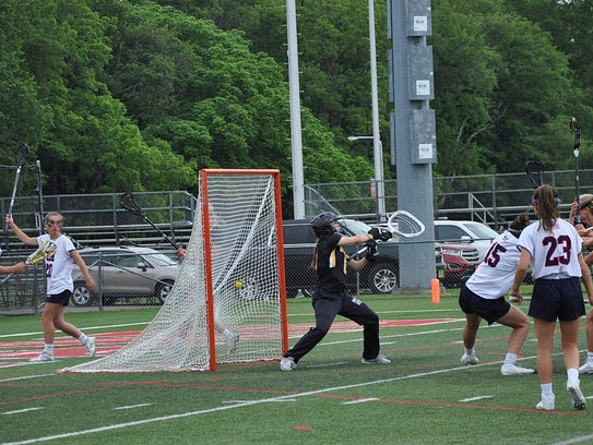 Emily Weld scores off free play for Cold Spring Harbor