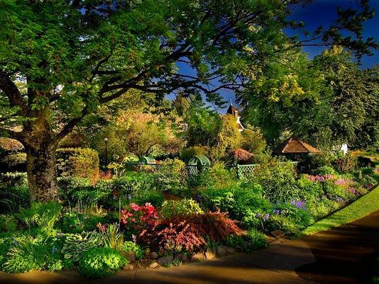 635926224823438440-Deepwood-Summer-garden-small---Ron-Cooper.jpg