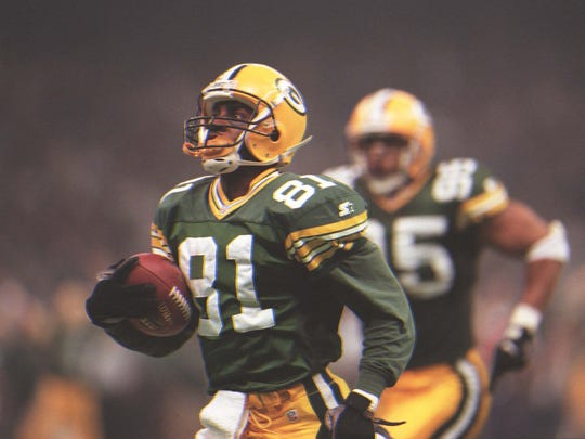 Desmond Howard returns a kickoff 99 yards for a touchdown in Super Bowl XXXI.