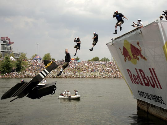 "Red Bull Flugtag contestant ""Army Strong"" dives into"