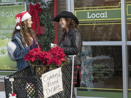 Film Review A Bad Moms Christmas (2)