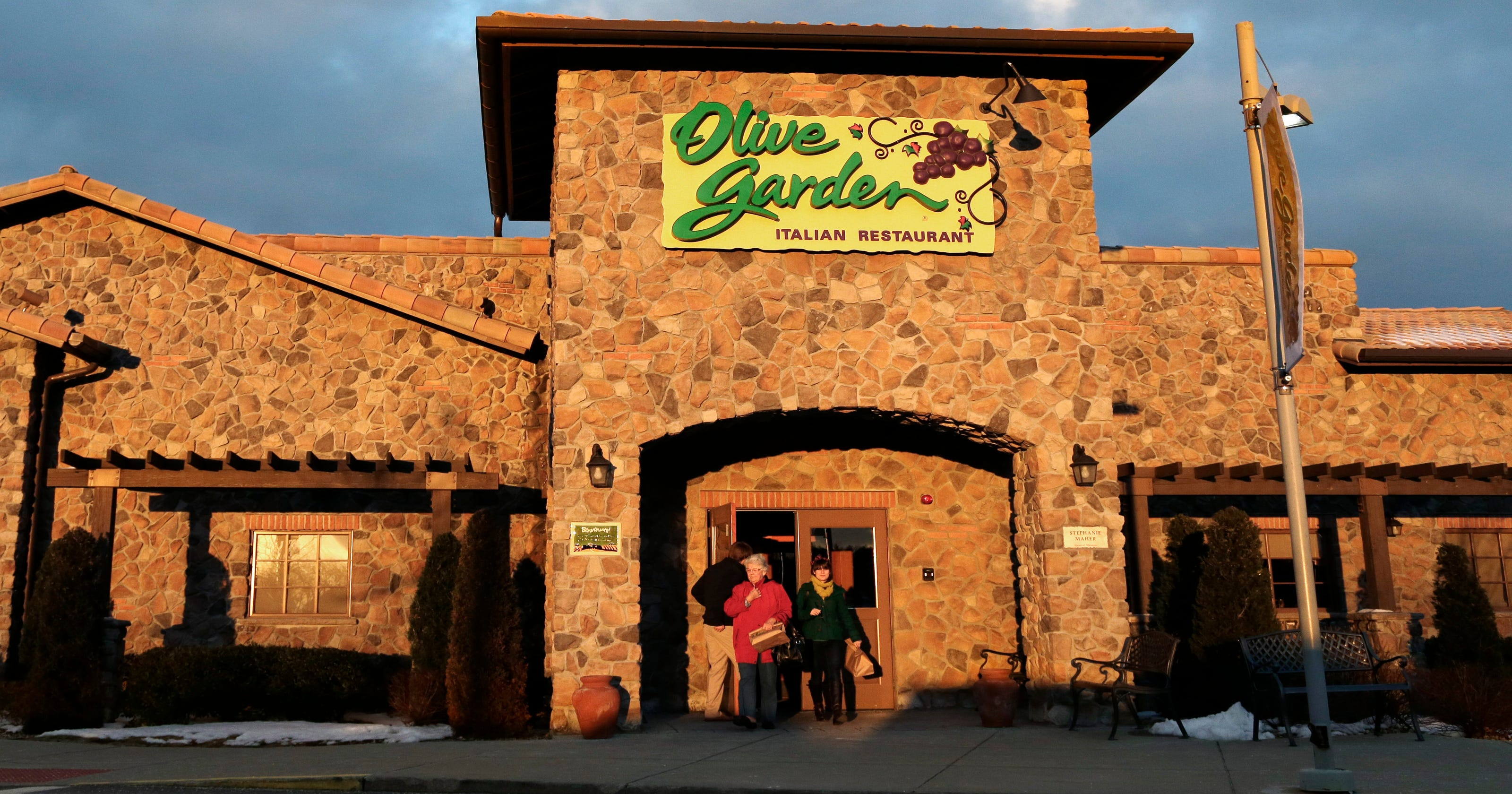 Olive Garden investor: Back off on breadsticks