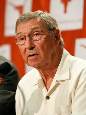 DeLoss Dodds announced his retirement as the athletics director of Texas.