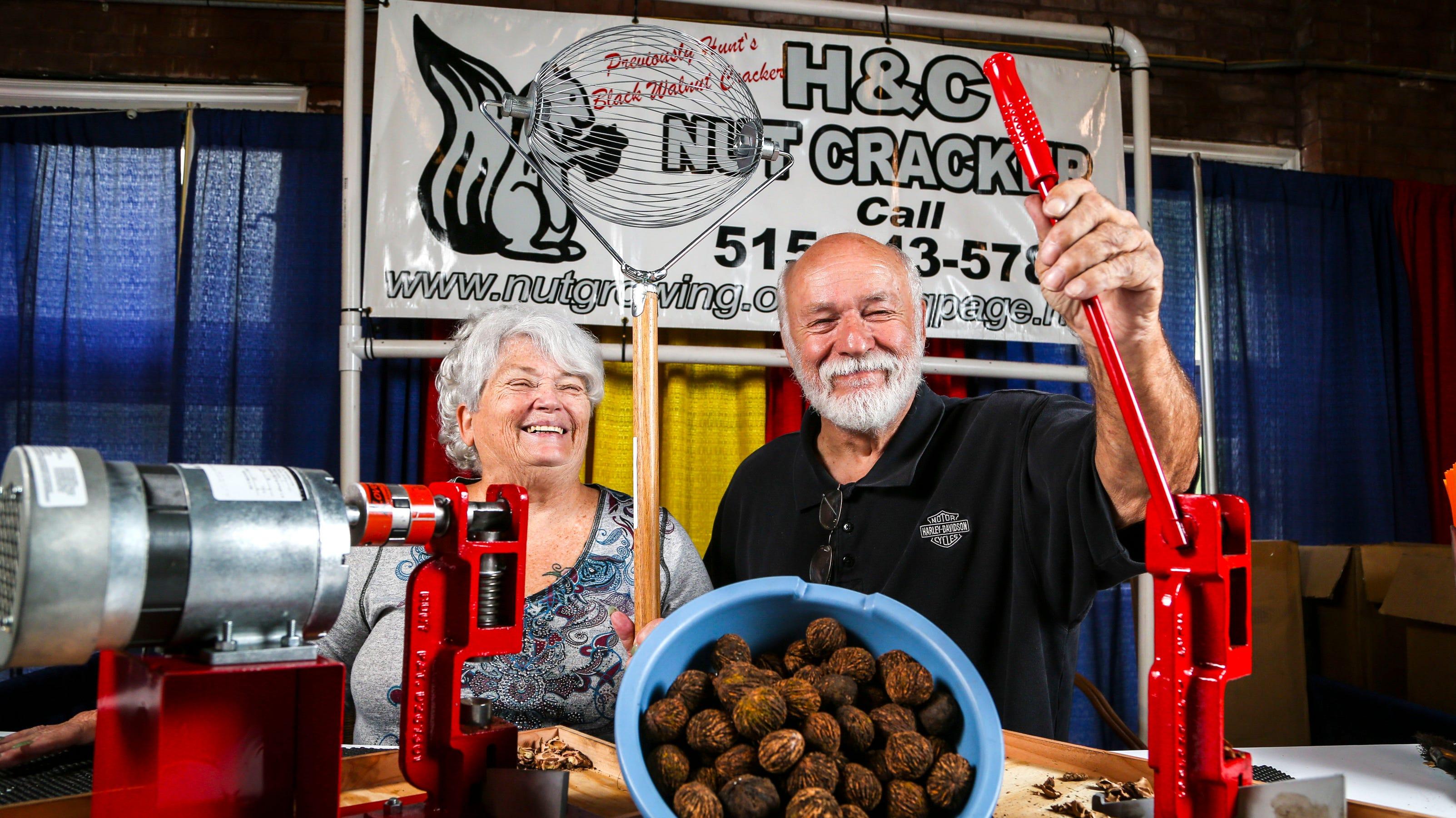 Merchandise craft vendors set up shop at iowa state fair for Iowa largest craft show